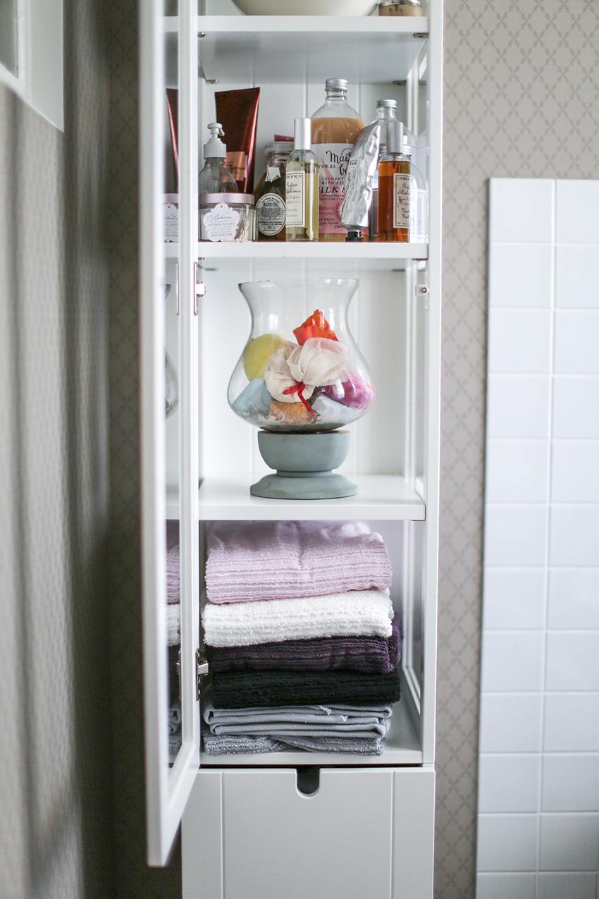 Att leva med badkar. Рatt vara n̴gons fru